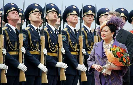 thai Queen go to Russia